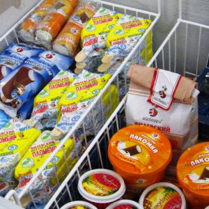 Продукты в морозильном ларе